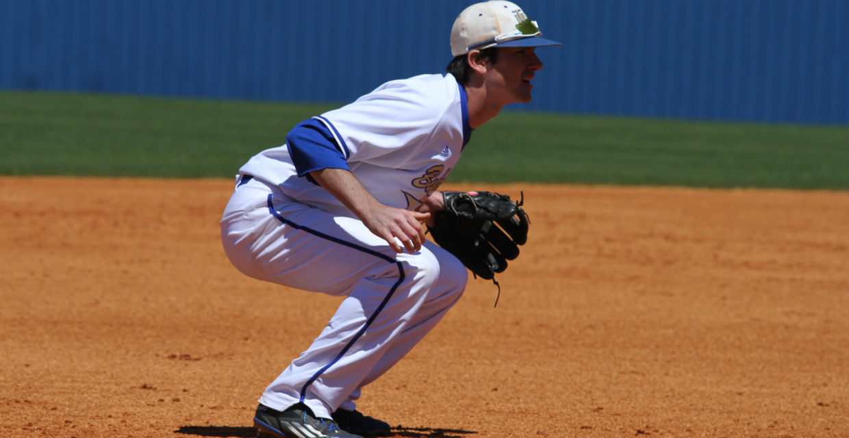 Photo for Bulldogs sweep series with AUM